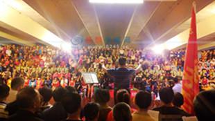 抚顺新华桥千人合唱团放歌迎2周年 精彩连连掌声不断