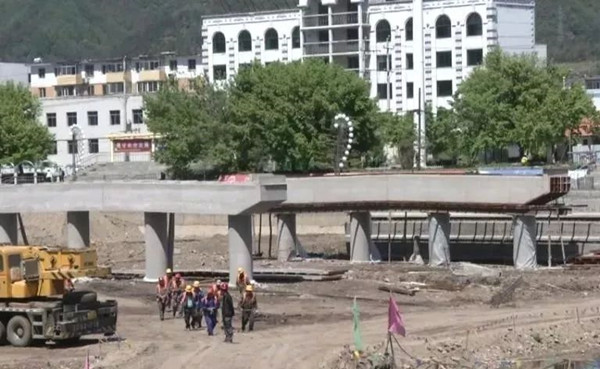 清原长岭桥重建中 始建于1958年 第一座横跨英额河的桥