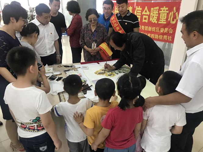 共青团新抚区委关爱特殊儿童 促成爱心活动暖童心