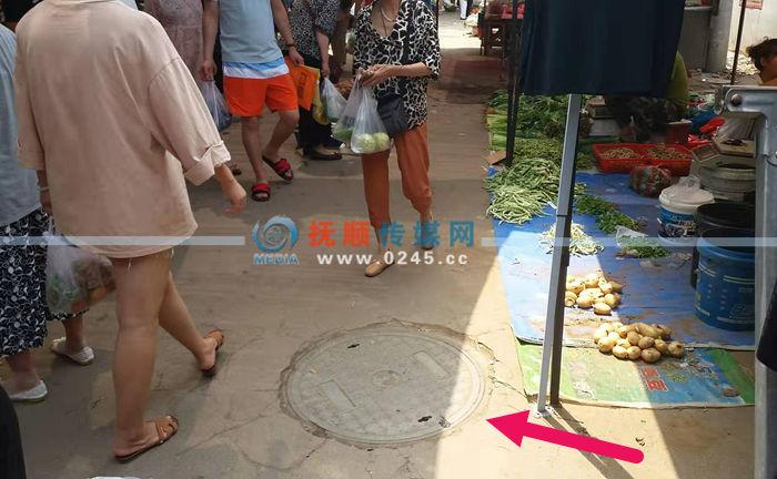 【追踪】河东市场内无盖电缆井还没主 好心店主出钱买盖扣上