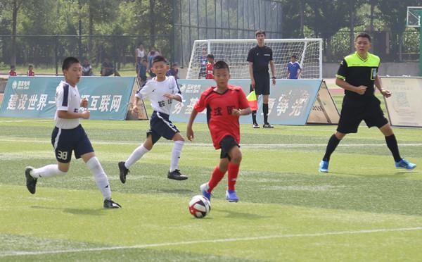 加油吧!足球小健将们 2019年省青少年男子足球赛在抚开赛 我市有4支青少年男足队伍参赛