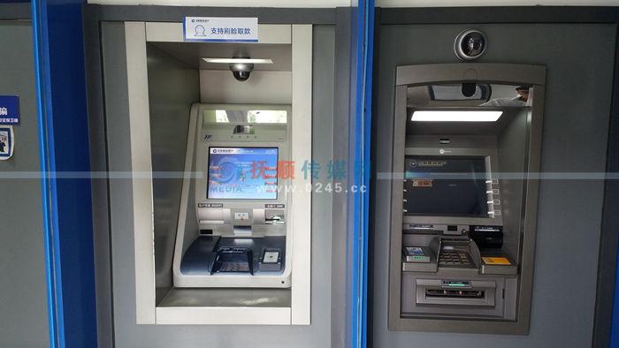 钱包落在ATM机上被人拿走 民警帮追回