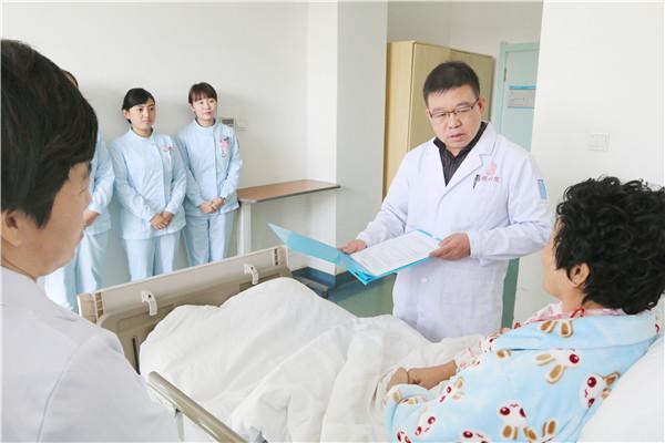 """乳腺科医生赵海:用高超医术、真诚与爱扛起""""粉红丝带""""上的使命"""