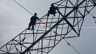 抚顺新宾供电线路因暴雨出现险情 抚顺供电公司全力抢修