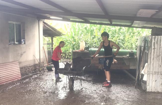 患难之中见真情 水灾过后 四道沟村民积极开展自救、互救