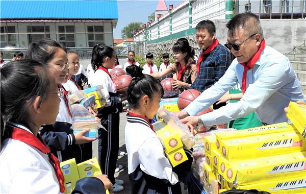 刘振学:驻村后走实地、干实事、抓实效 是村里发展的带头人、村民贴心的家里人