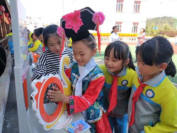 大规模宣传走进抚顺乡村和小学校 给健康、给服务、送温暖