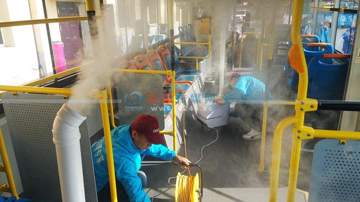 """给公交车厢消毒竟整出""""仙境""""般的效果 啥操作啊这是?"""