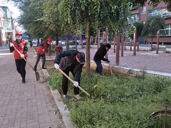 亦工社区开展卫生环境大清理 环境换新颜 居民笑开颜