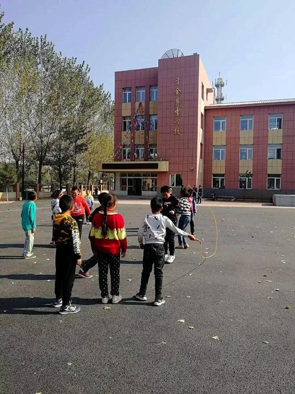 为师生营造良好的环境 千金乡中心校改造基础设施