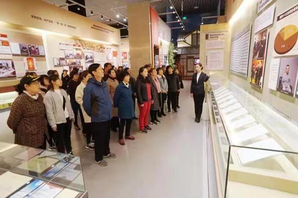 将军街道6个社区联合组织党员参观辽宁省反腐倡廉展览馆