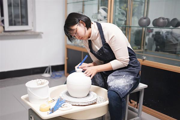 厉害了!26岁抚顺姑娘在国际陶瓷大赛中获奖