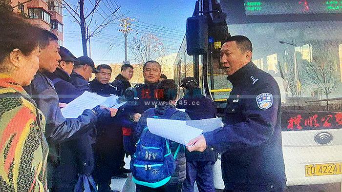 3路公交车内连发扒窃案 民警已抓住一贼 还在继续破案