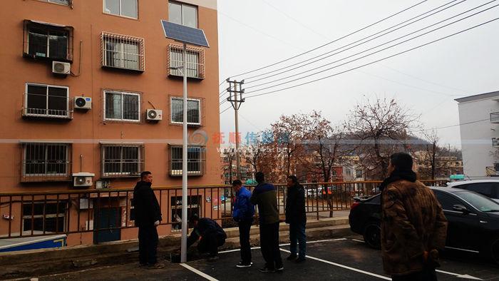 东洲区俩棚改新区安上太阳能路灯 楼院的路更亮堂啦