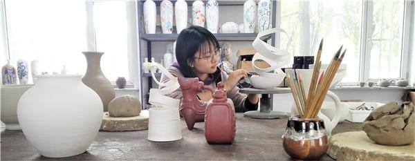 陶艺作品在国际、国内连续获奖 抚顺姑娘瞿佳宁的彪悍人生必须得解释一下