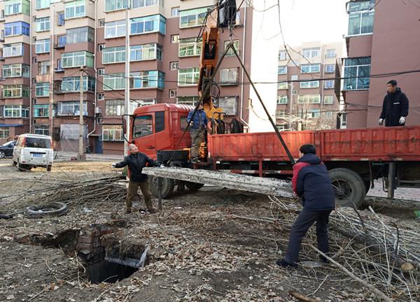 河东社区:及时维修化粪池盖上深坑 隐患消除居民放心