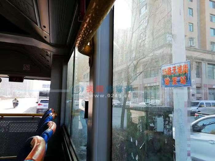 【接续】15路天城街设置发车临时站牌   私家车别占公交车位
