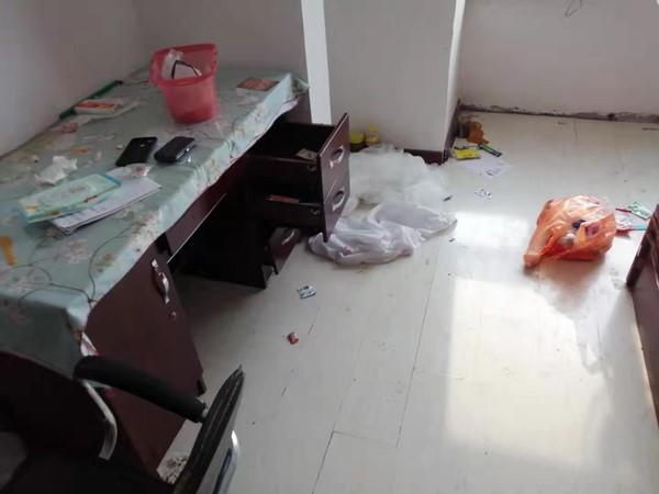 房客退租后,房东收拾房子两个多小时,收废品来了两回.....