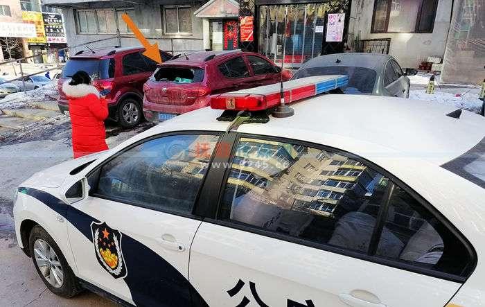 新抚区迎宾四路5辆车夜晚遭黑手   警方介入破案