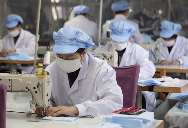 抚顺鑫佳旺制衣启动日产7万只医用口罩项目 目前日产防护型口罩2万只