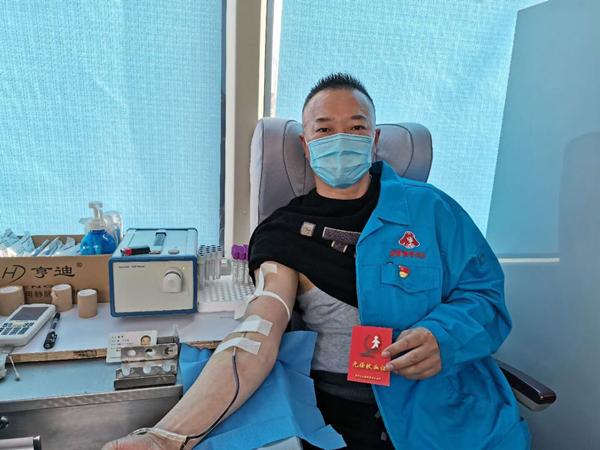 雷锋车队组织队员及家属奉献爱心无偿献血