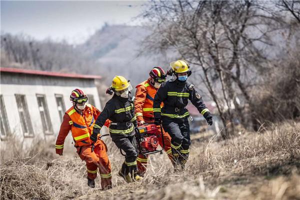 未雨绸缪!100余人联勤联动完成消防演练任务