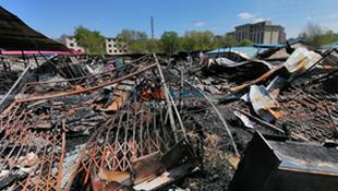 【接续】木材交易市场停业整顿 起火现场被封闭