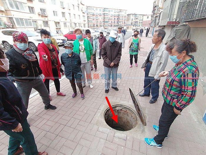下水井堵了3个多月没解决 100余户居民天天愁