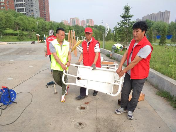 东洲区更新破损健身器材 还成立志愿者队伍日常管护器材