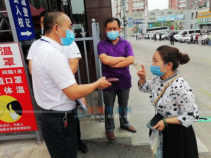 考生忘拿眼镜母亲追到考点急疯了 东洲区副区长火速帮解决