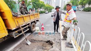 【接续】市政部门维修新华大街下沉路面 下沉原因找到了