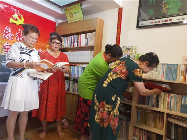 """书屋办到家门口 抚顺百姓在阅读中收获""""小幸福"""""""