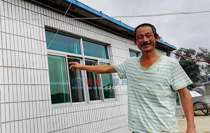 刘景富一家搬出危房住进新房 背后的故事好暖