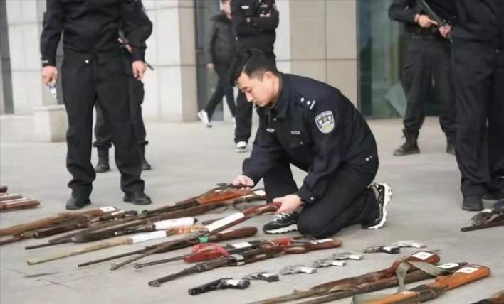 两千多支非法枪支在抚顺被集中销毁 现场画面曝光