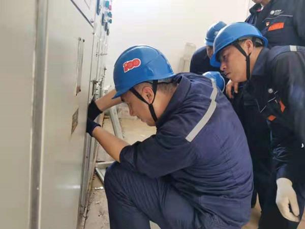 国网抚顺供电公司连夜抢修 帮灾区恢复供电