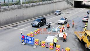 顺城区宁远街铁路桥涵东匝道26日上午顺利封闭